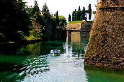 Boat outside Peschiera del Garda's walls