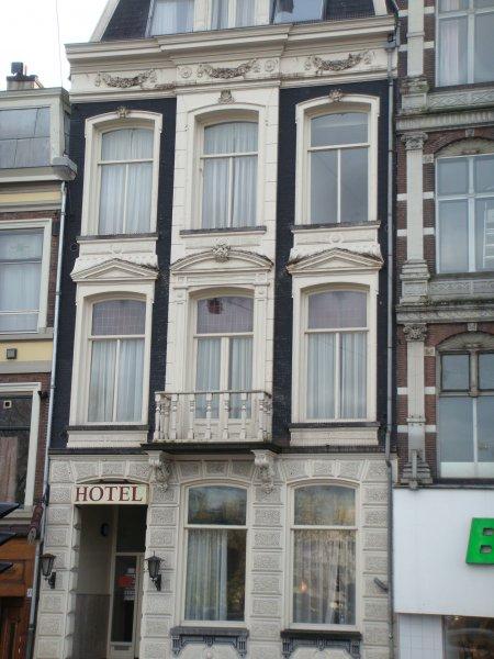 Vivaldi Budget Hotel In Amsterdam